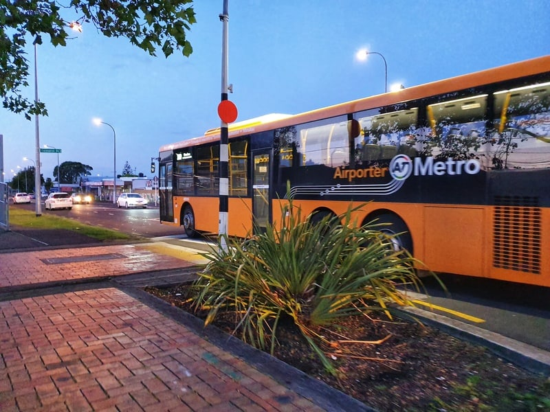 the airporter bus at papatoetoe