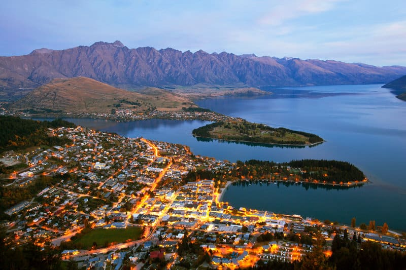A look at the beauty if lake wakitipu from above which you'll see from queenstown airport to the city