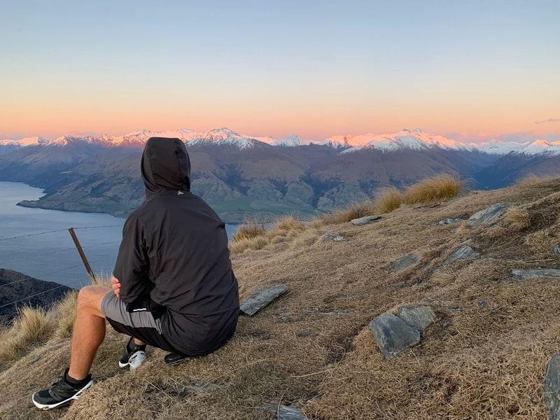 chilling on isthmus peak with my macpac pisa jacket